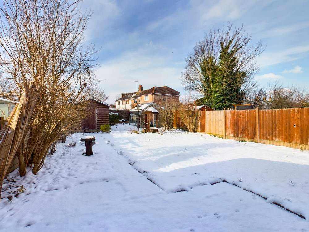 2 bed house for sale in Roffen Road  - Property Image 4