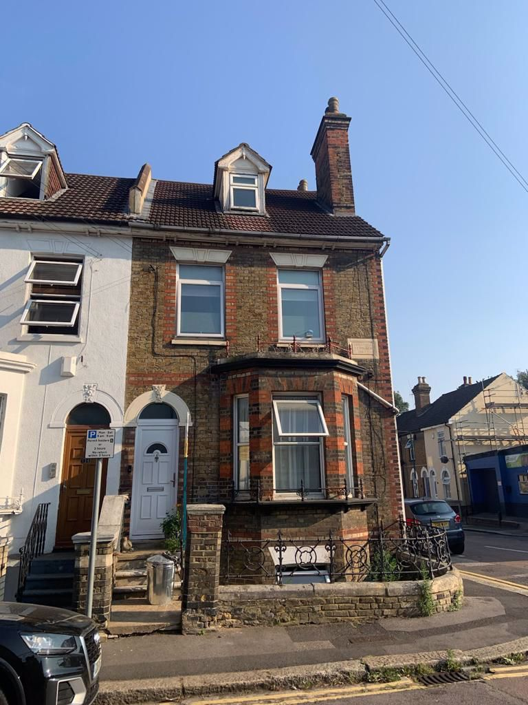 2 bed flat to rent in St. Marys Road, ME2