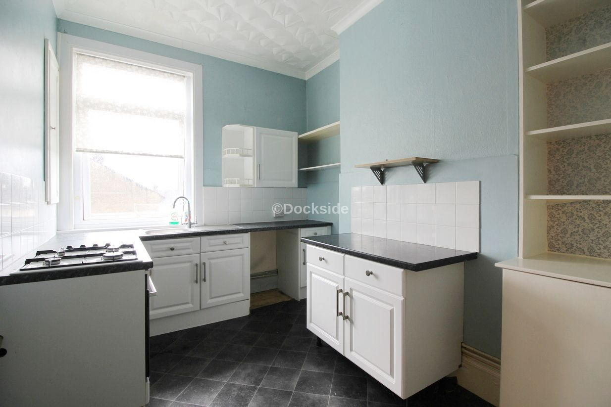 2 bed flat to rent in St. Marys Road  - Property Image 2