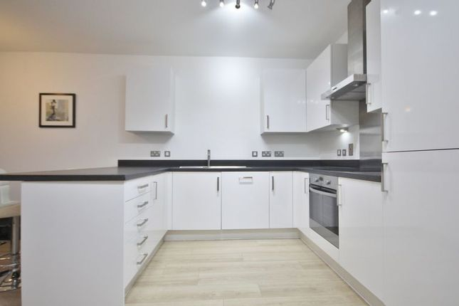1 bed flat to rent in Silvertown Square  - Property Image 2
