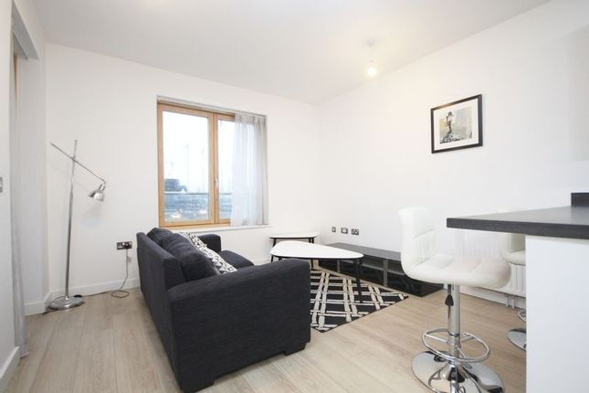 1 bed flat to rent in Silvertown Square  - Property Image 3