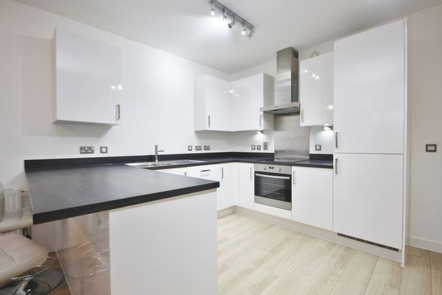 1 bed flat to rent in Silvertown Square  - Property Image 6
