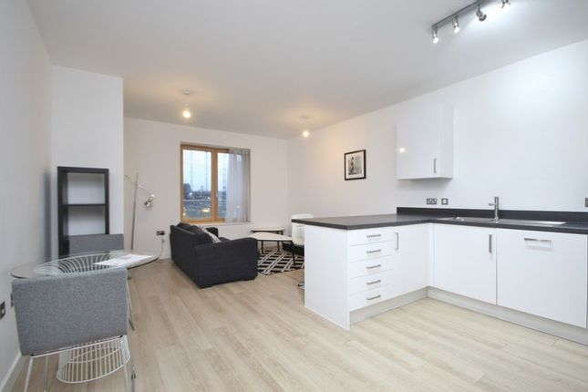 1 bed flat to rent in Silvertown Square  - Property Image 7