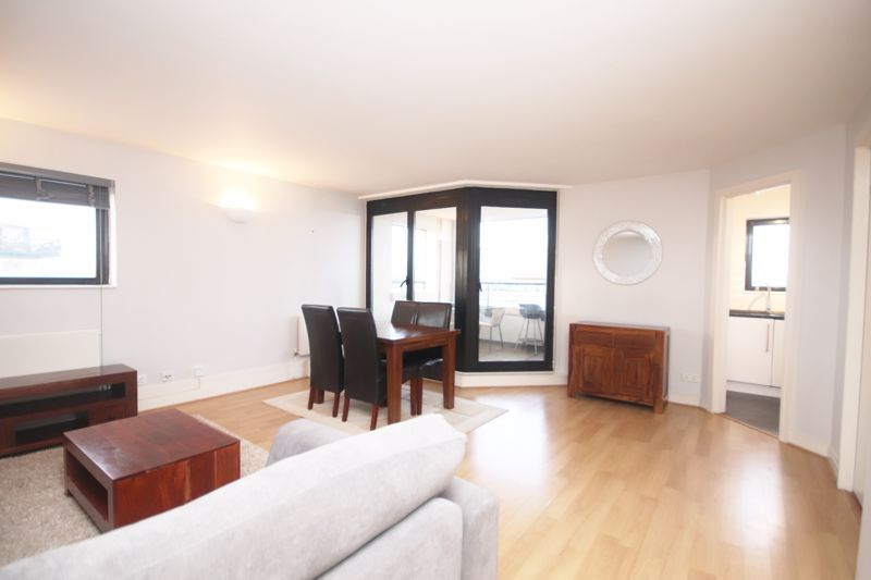 2 bed flat to rent in Burrells Wharf Square  - Property Image 2