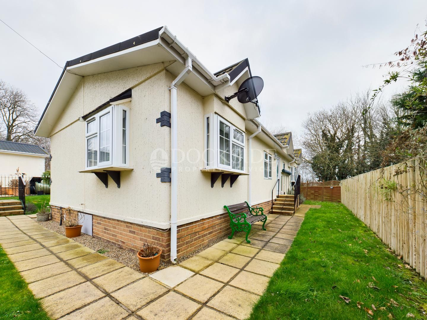 2 bed park home for sale in Vicarage Lane, ME3