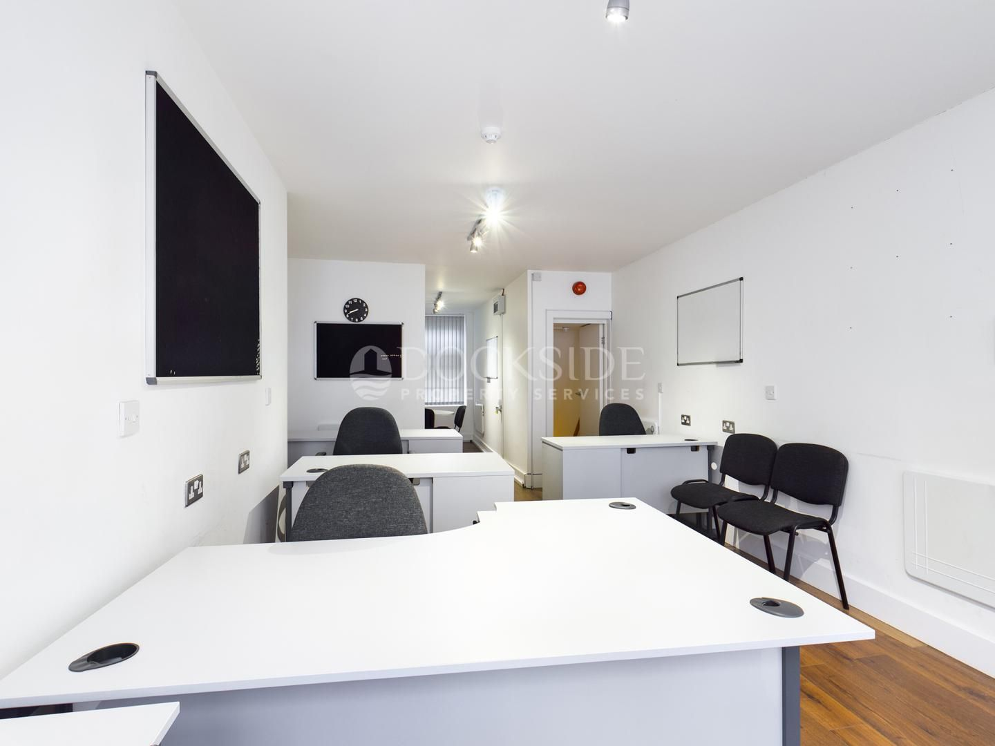 Office to rent in High Street 2