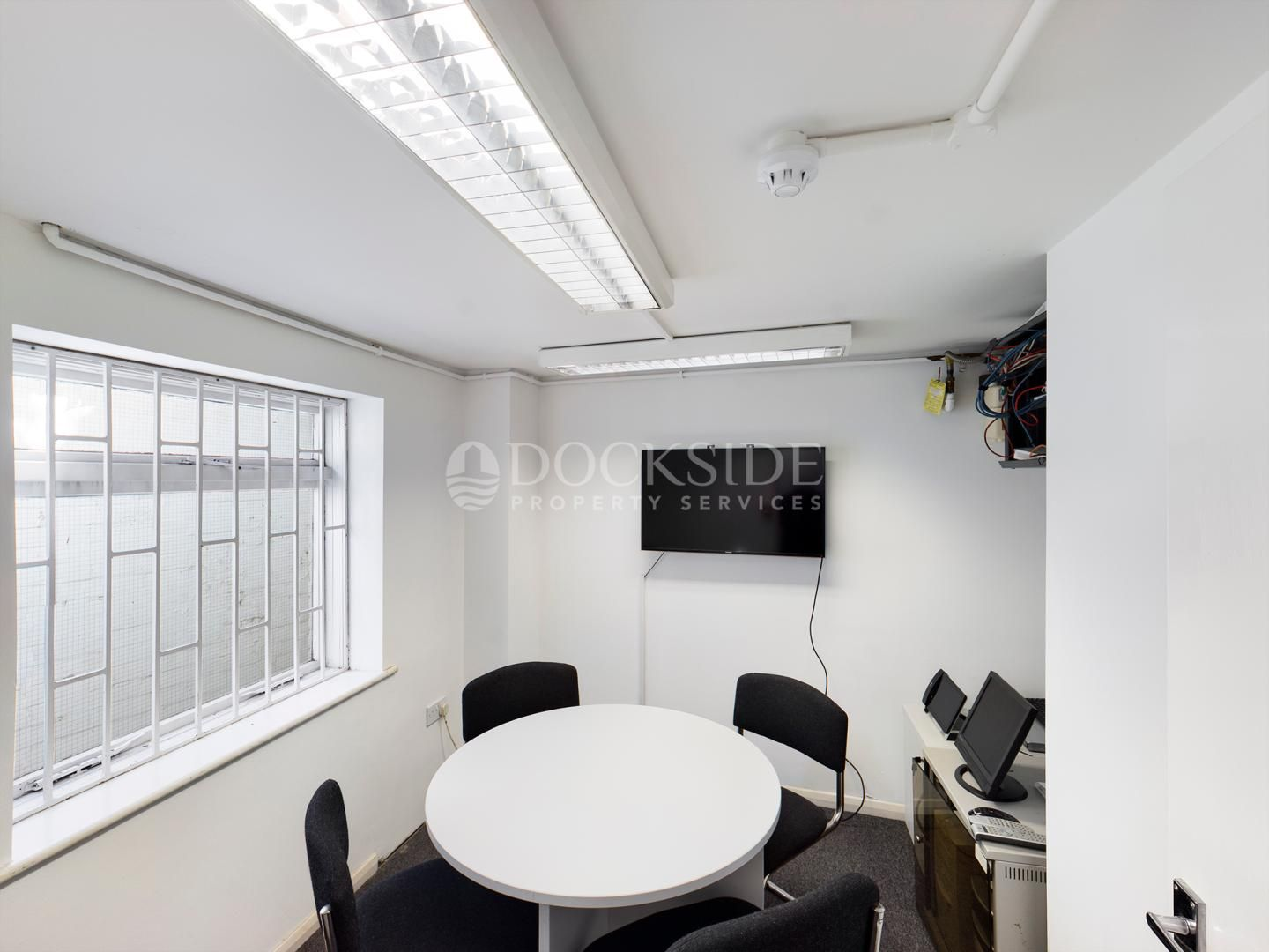 Office to rent in Manor Road  - Property Image 2