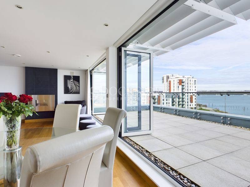 4 bed flat for sale in Pier Road, ME7