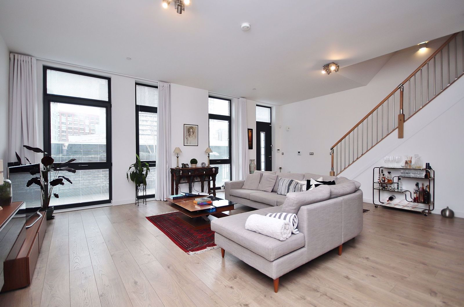 3 bed flat for sale in Williamsburg Plaza  - Property Image 2