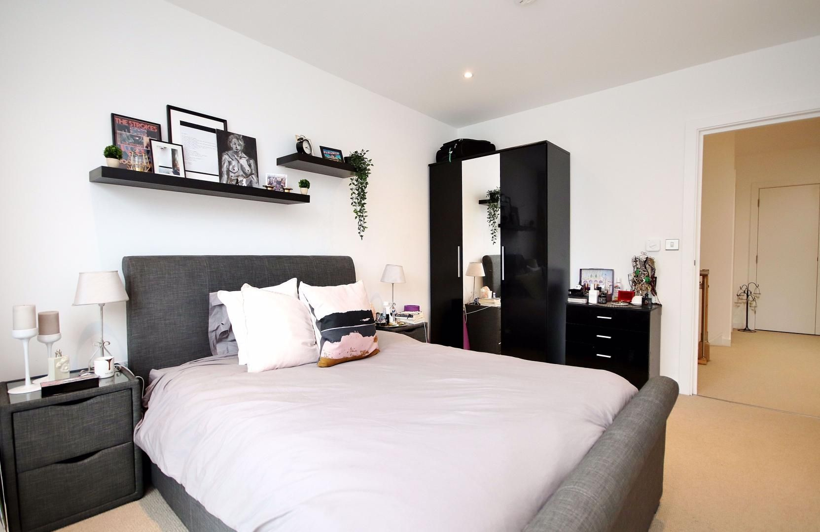 3 bed flat for sale in Williamsburg Plaza  - Property Image 4