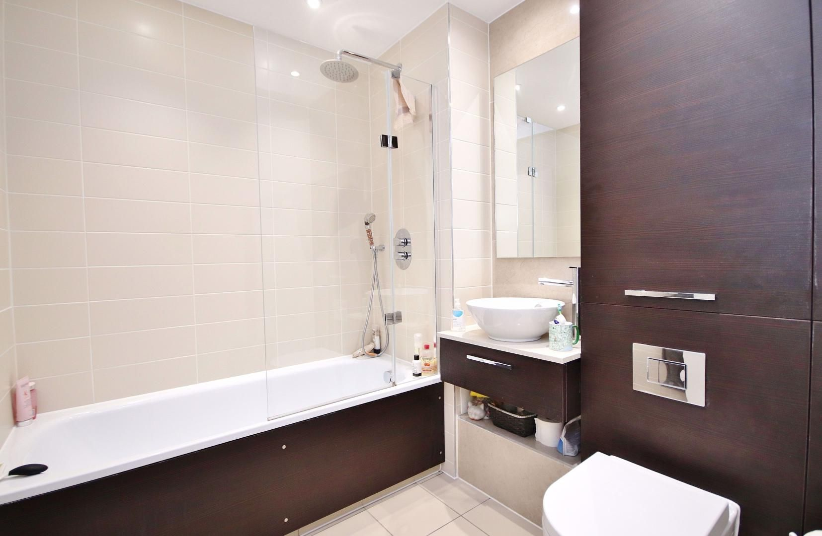 3 bed flat for sale in Williamsburg Plaza  - Property Image 5
