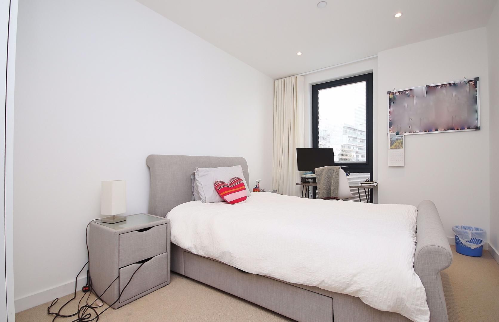 3 bed flat for sale in Williamsburg Plaza  - Property Image 8