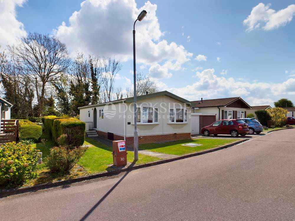 2 bed park home for sale in The Copse, ME3