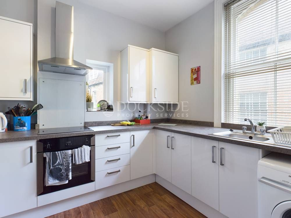 2 bed flat for sale in High Street, ME1