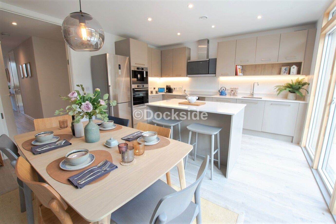 5 bed house for sale in Dock Road - Property Image 1