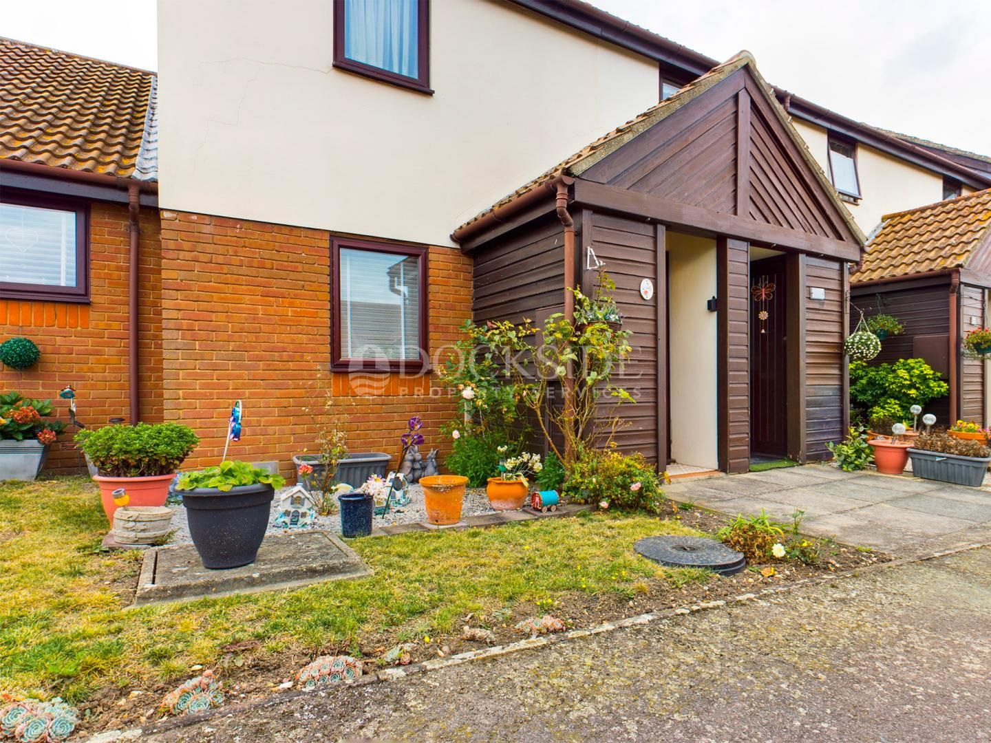 2 bed flat for sale in Flack Gardens, ME3