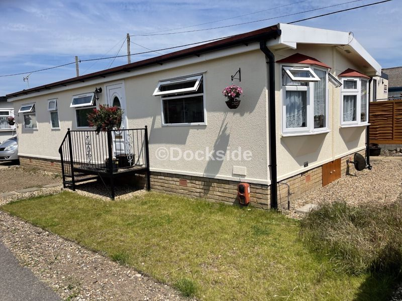 3 bed park home for sale in Vicarage Lane, ME3