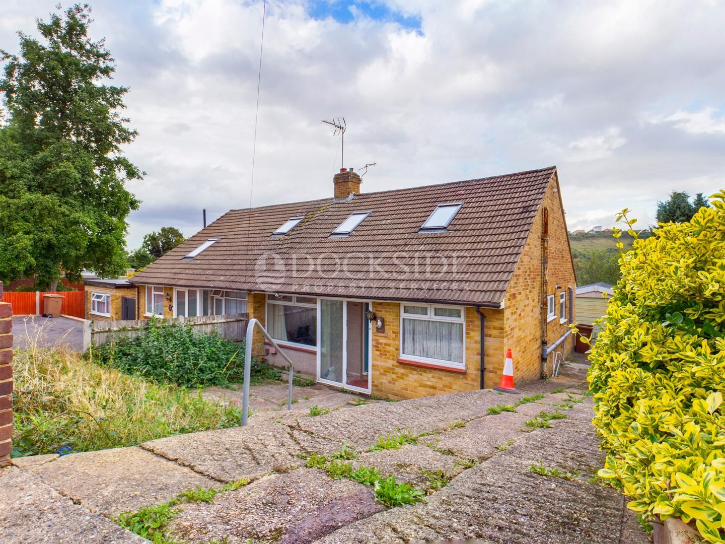 2 bed bungalow for sale in Carlton Cresent, ME5