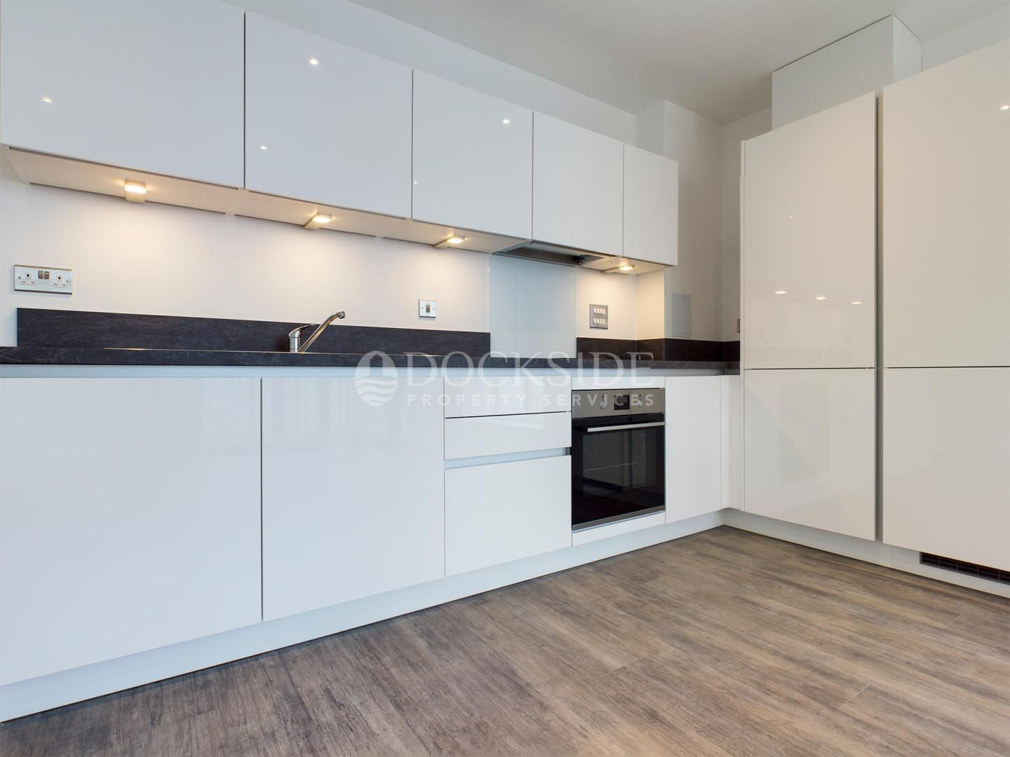 2 bed flat to rent in Corys Road, ME1
