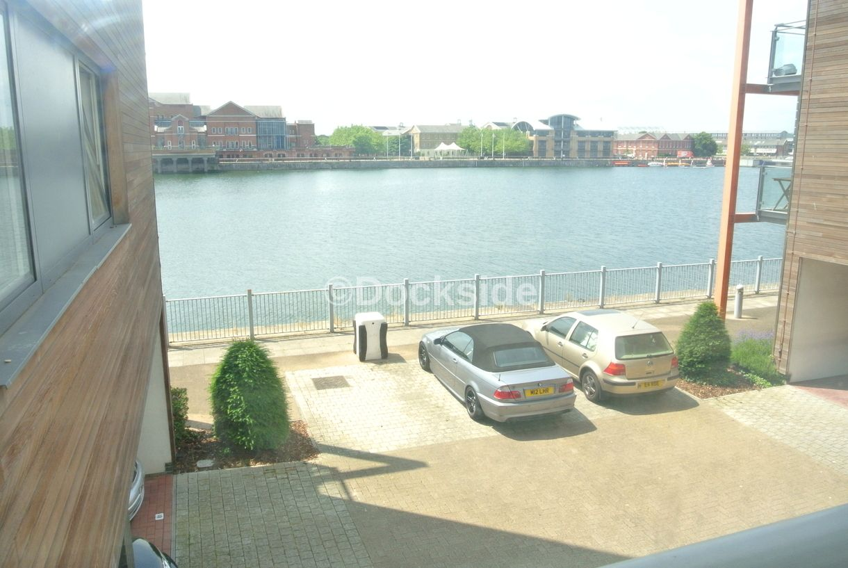 2 bed flat to rent in Restharrow Way  - Property Image 1