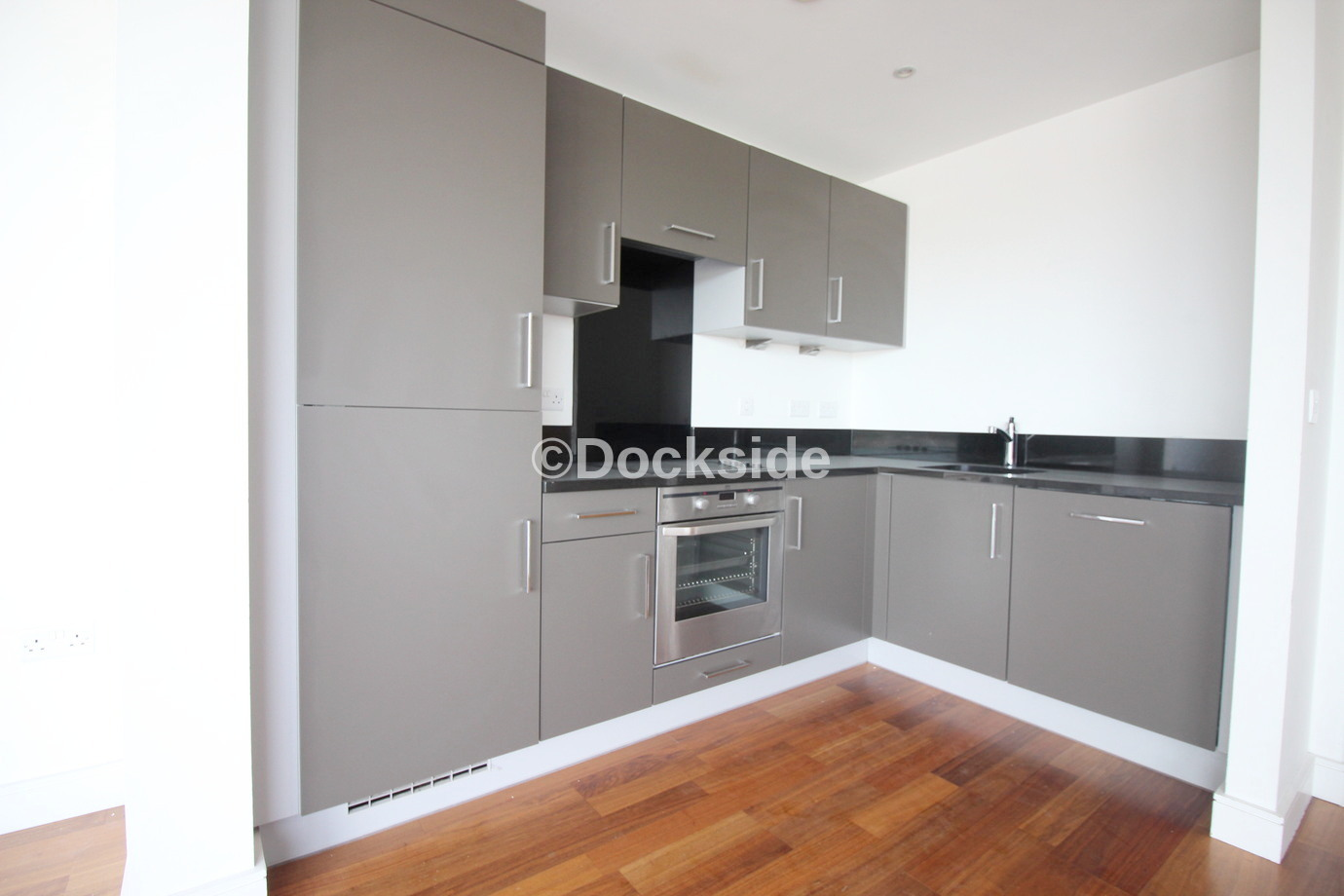 2 bed flat to rent in Dock Head Road, ME4