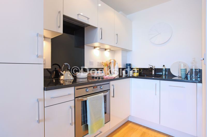 1 bed flat to rent in Marina Point West, Dock Head Road  - Property Image 2