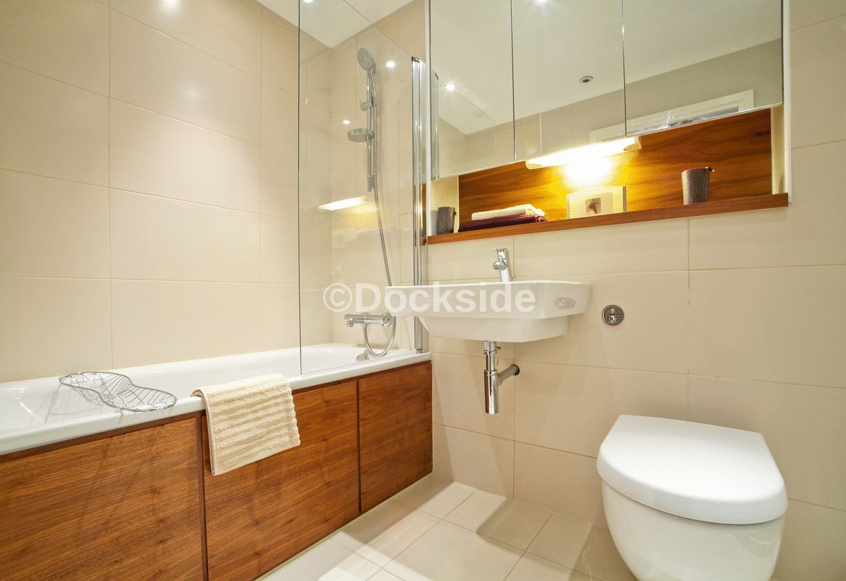 2 bed flat to rent in The Wharf, Dock Head Road, ME4