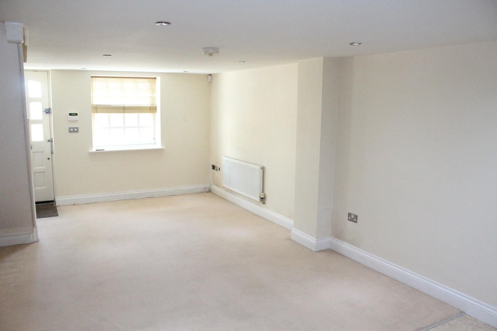 2 bed flat to rent in Maidstone Road, ME1
