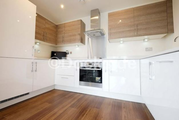 2 bed flat to rent in Pearl Lane, ME7