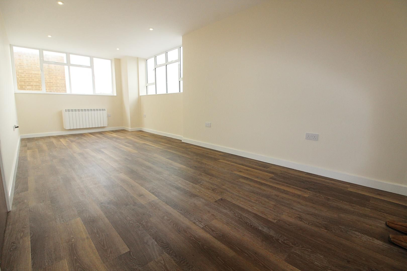 1 bed flat for sale in Bank Street - Property Image 1