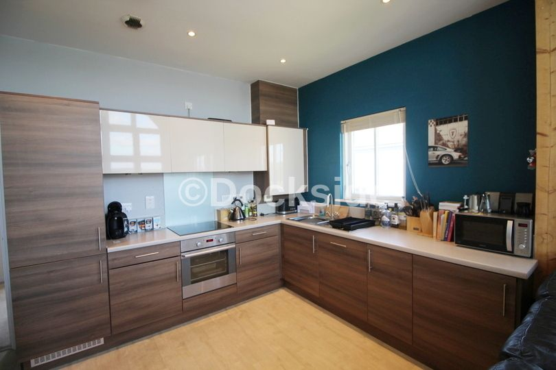 2 bed flat to rent in Rivermead  - Property Image 2