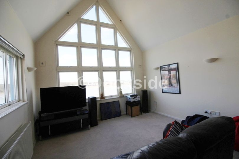2 bed flat to rent in Rivermead  - Property Image 3
