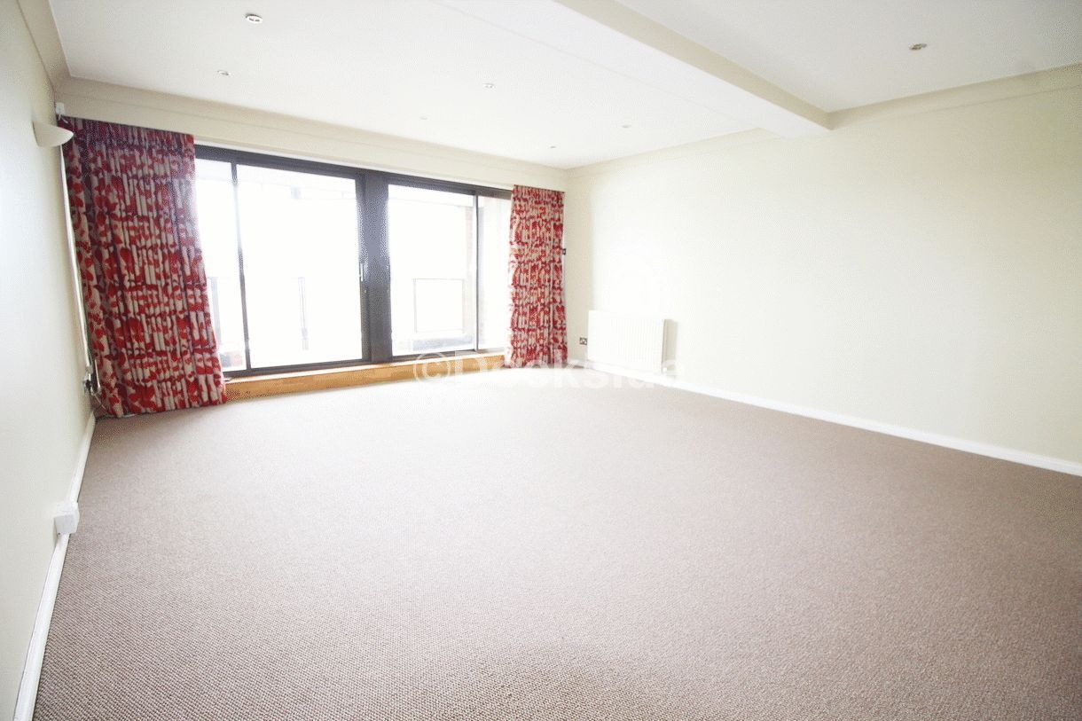 2 bed flat for sale in Esplanade  - Property Image 8