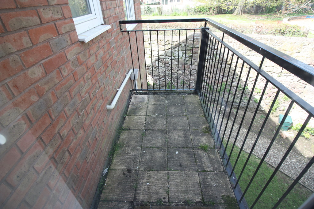 2 bed flat to rent in Park View, Prospect Place 13