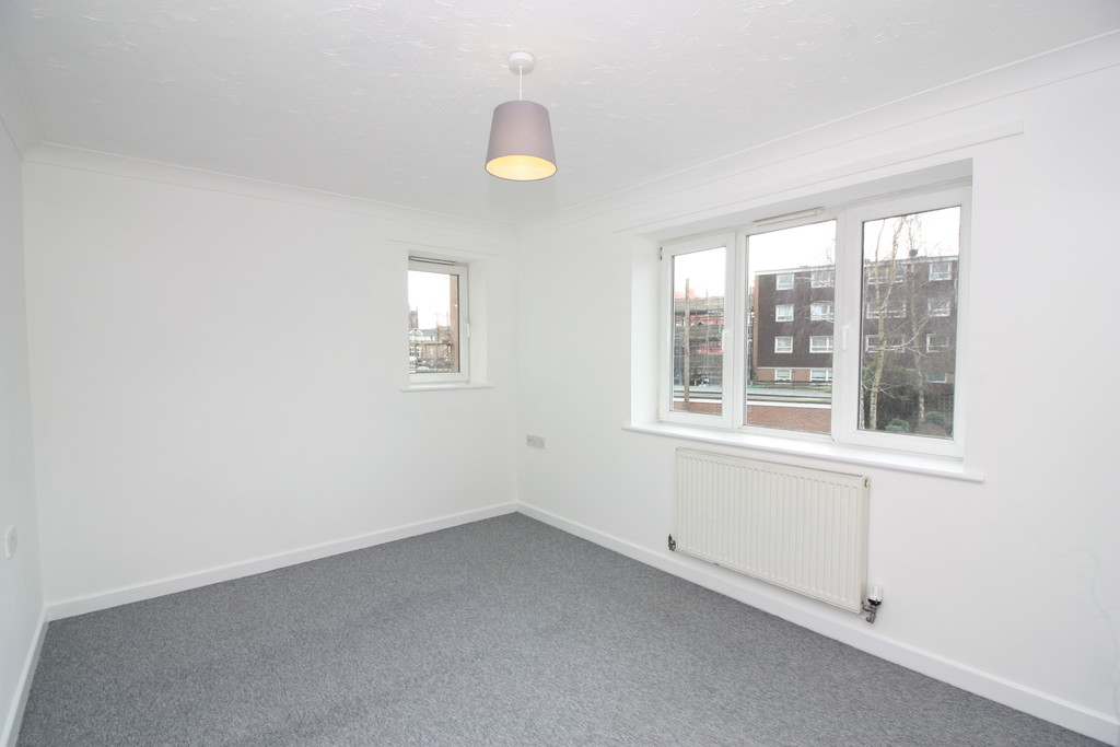 2 bed flat to rent in Park View, Prospect Place 5