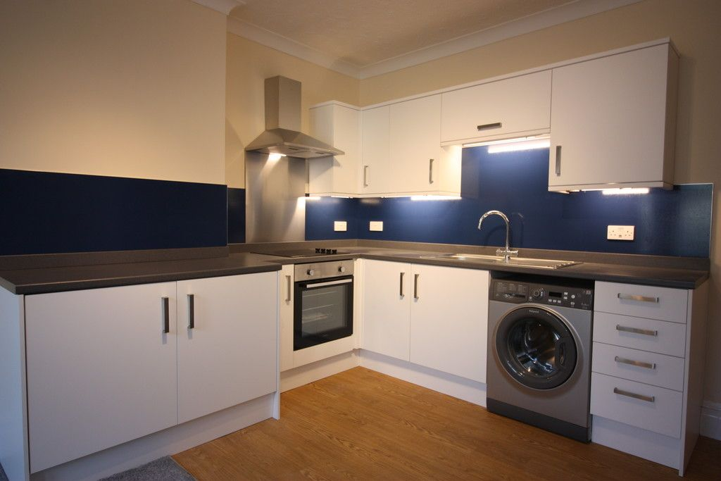 2 bed flat to rent in Northumberland Place, Teignmouth 1
