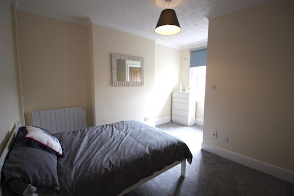 2 bed flat to rent in Northumberland Place, Teignmouth 3