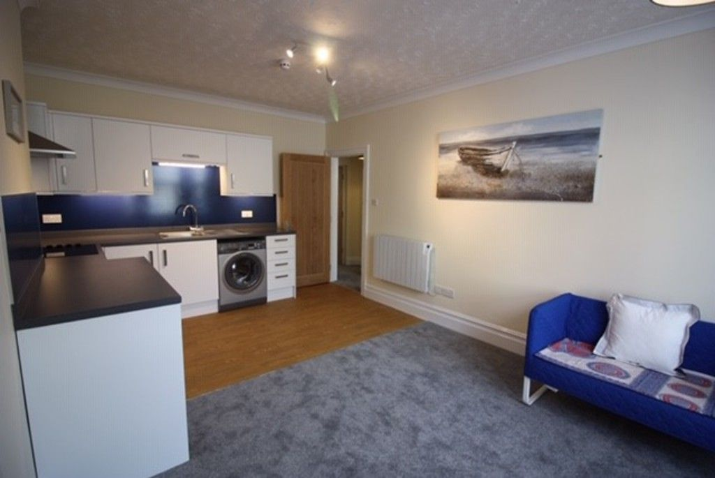2 bed flat to rent in Northumberland Place, Teignmouth 4