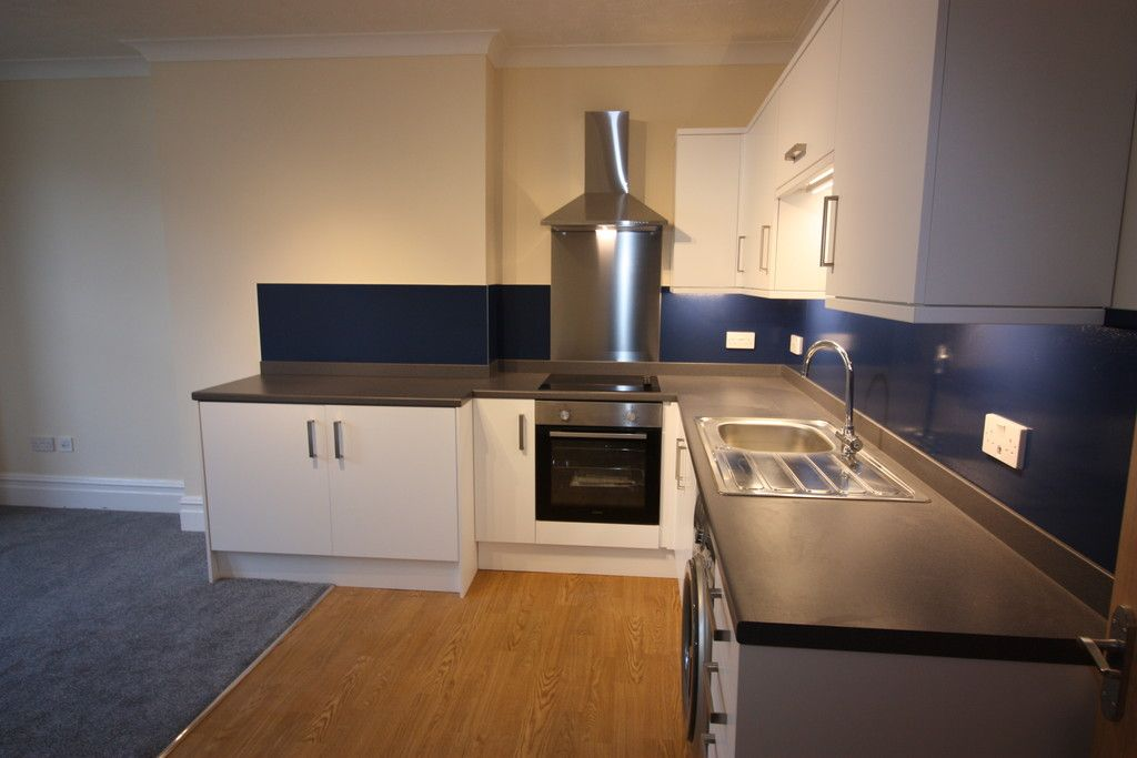 2 bed flat to rent in Northumberland Place, Teignmouth 5
