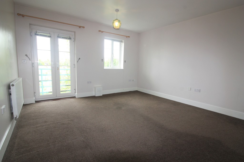2 bed flat to rent in Russell Walk, Exeter 4