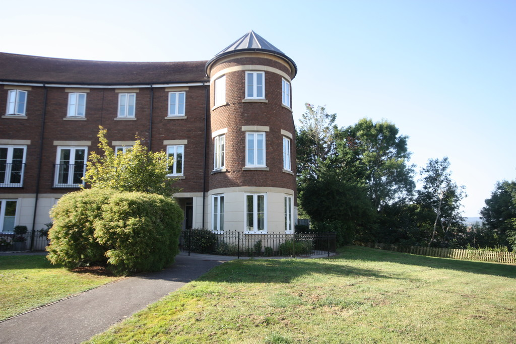 2 bed flat to rent in Gras Lawn, Exeter, EX2