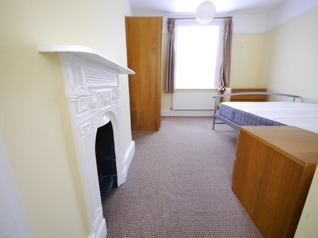 1 bed house to rent in St Johns Road 6