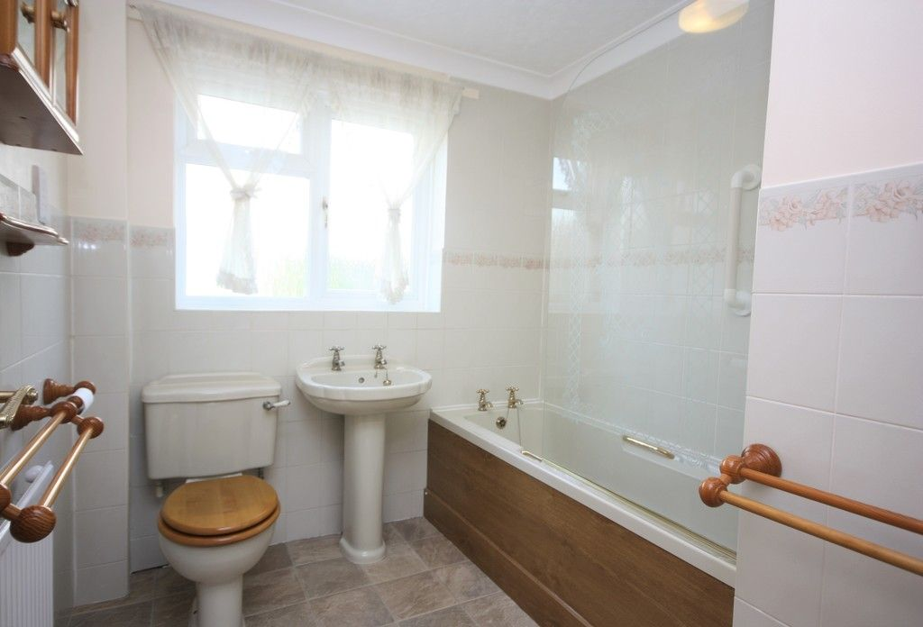 3 bed bungalow to rent in Ide, Exeter  - Property Image 13