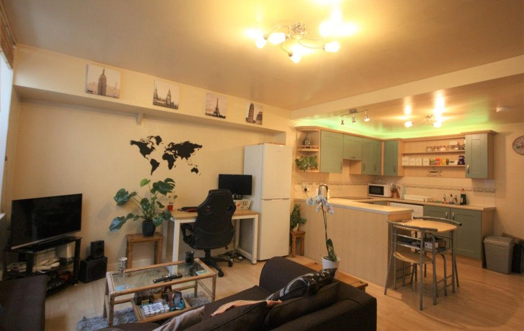 2 bed house to rent in Blackboy Road, Exeter 2