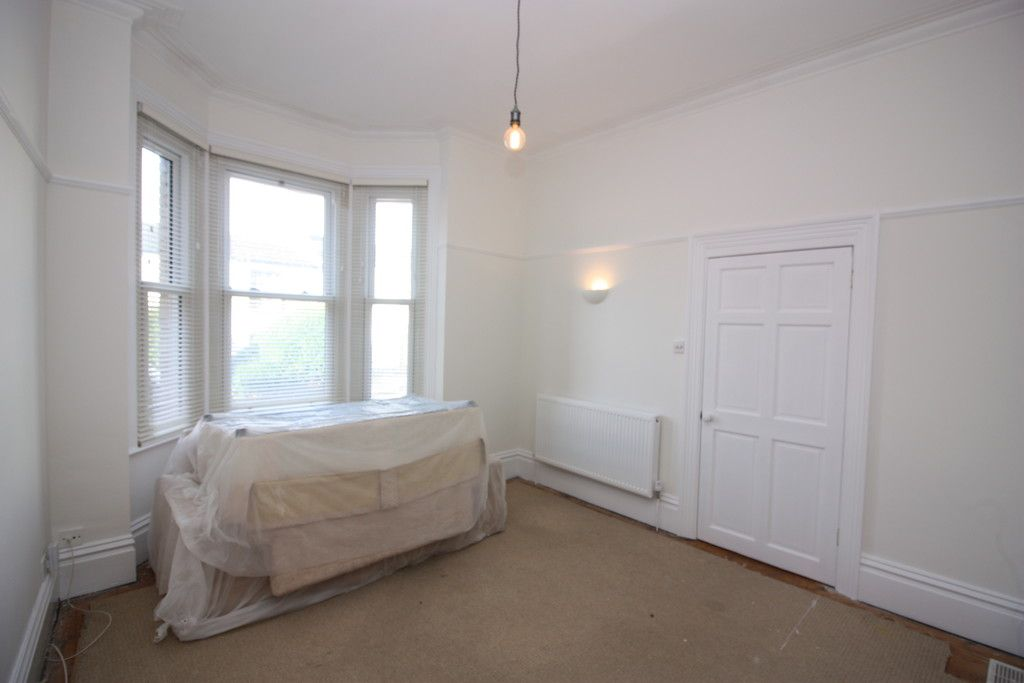2 bed flat to rent in Old Tiverton Road 5
