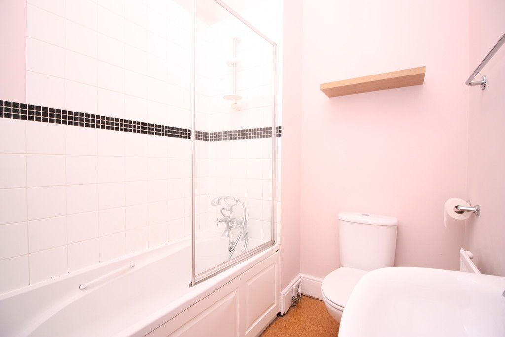 2 bed flat to rent in Old Tiverton Road  - Property Image 6