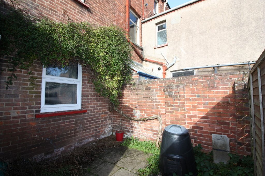 2 bed flat to rent in Old Tiverton Road 8