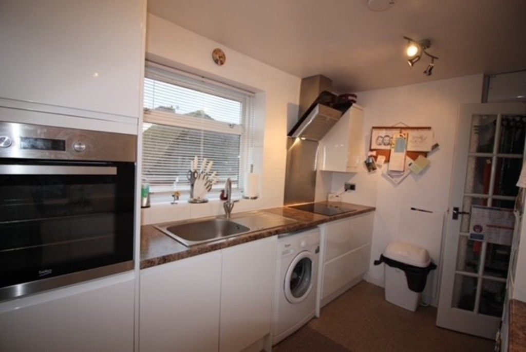 2 bed flat for sale in Churchill Avenue, Dawlish  - Property Image 2