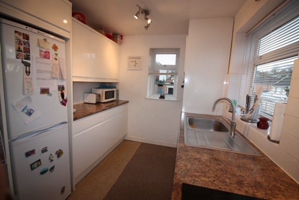 2 bed flat for sale in Churchill Avenue, Dawlish  - Property Image 3