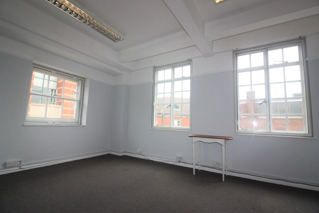to rent in Northernhay Place, City Centre, Exeter 2
